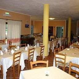 Breakfast room within restaurant Petri Marini Fotos