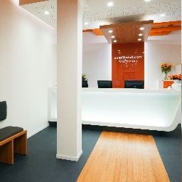 Reception EasyHotelAmsterdam FerdinandBolstraat Fotos