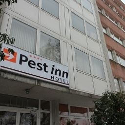 Фасад Pest Inn Fotos